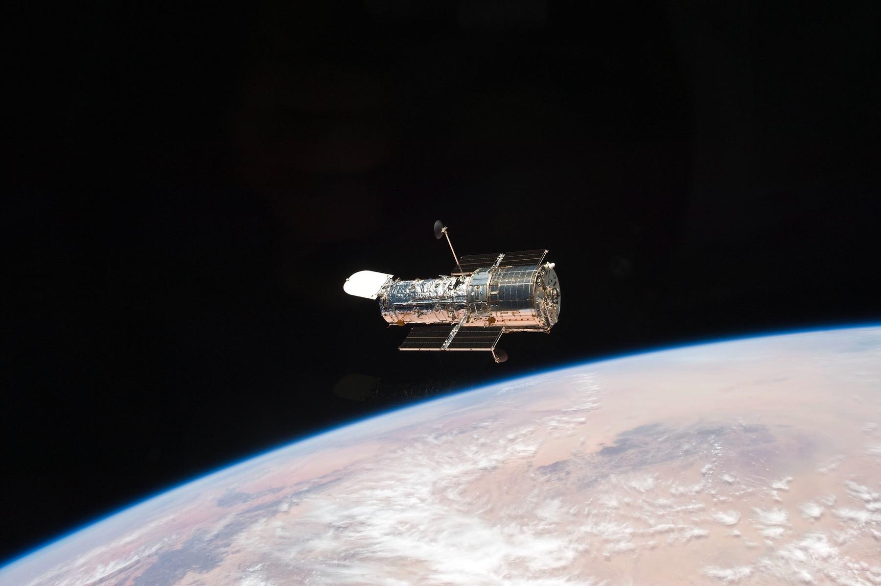 Si queremos conquistar el espacio exterior, la primera parada tiene que ser la Luna